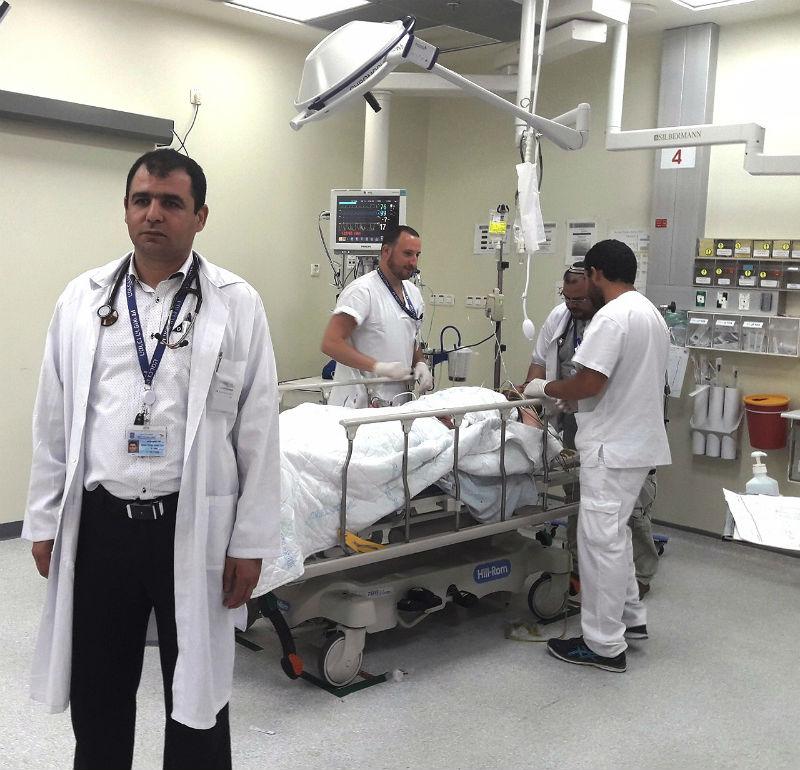 דוקטור יוסף נביה, מנהל המחלקה לרפואה דחופה (חדר מיון) וצוות חדר המיון